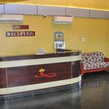 Hotel Kings Palace in Kadayanallur