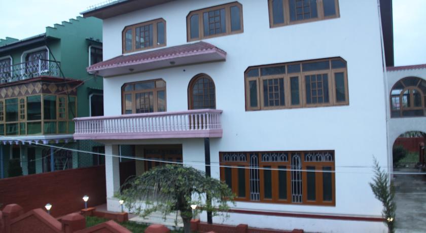 Hotel K.s Palace in Malarpura