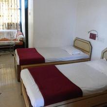 Hotel Kuber Palace in Birwadi