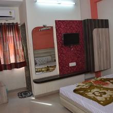 Hotel Kunal Palace & Restaurant in Morthala