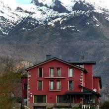 Hotel La Casa Del Rio in Laspaules