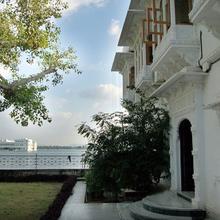 Hotel Lake Haveli in Udaipur