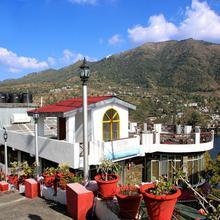 Hotel Lake Inn -a Luxury Lake View Hotel In Bhimtal in Nainital