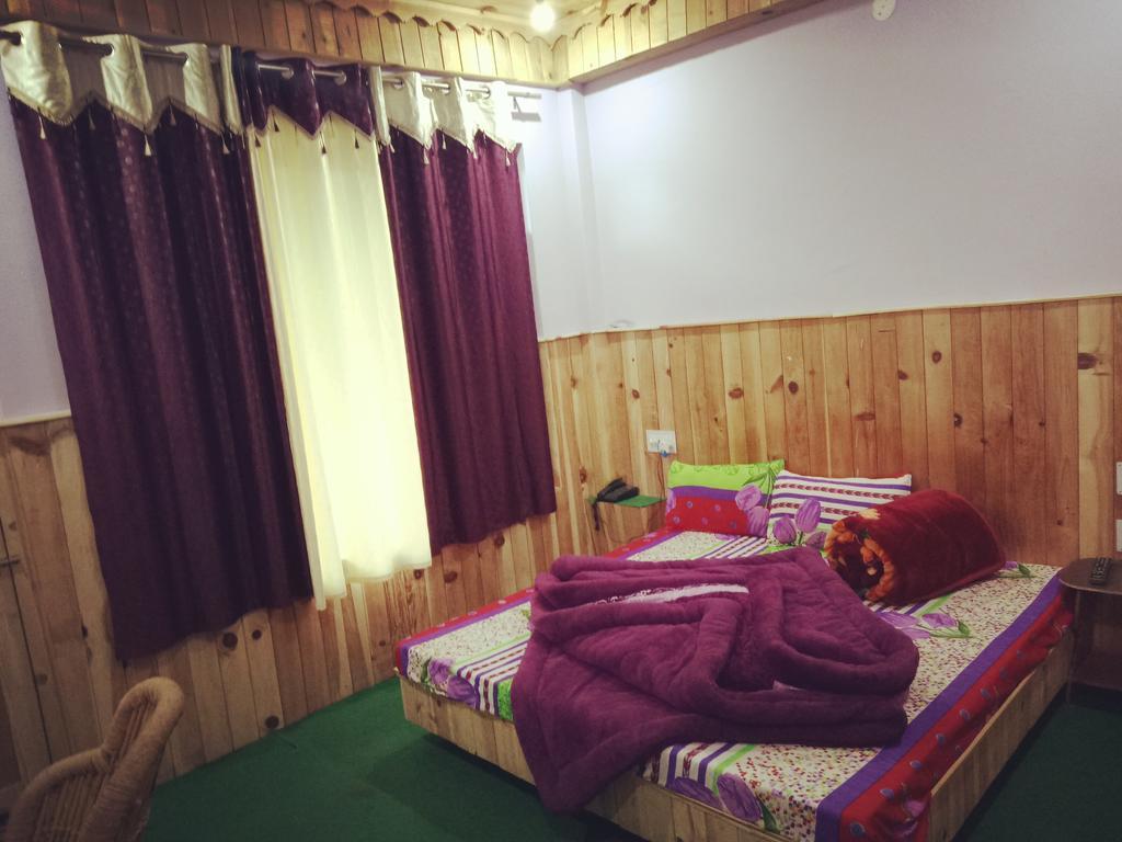Hotel Lake Paradise in Mandi