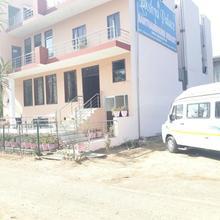 Hotel Lakshya Palace in Lathidad