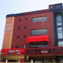 Hotel Le Central in Raiwala