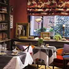 Hotel Le Petit Chomel in Paris