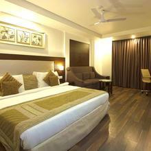 Hotel Le Roi in Dharoti Khurd