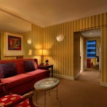 Hotel Le Soleil By Executive Hotels in Vancouver