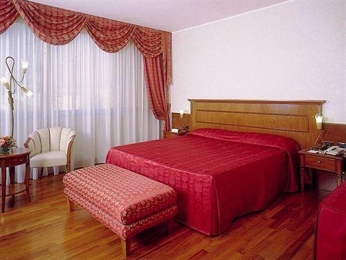 Hotel Leopardi in Mezzane Di Sotto