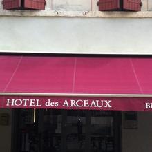 Hotel Les Arceaux in Saint-sever