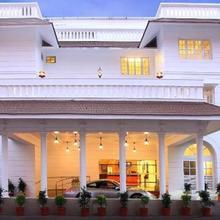 Hotel Luciya Palace in Puthukkad