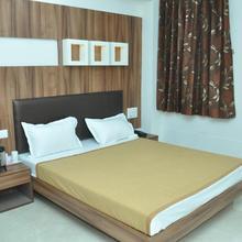 Hotel Luxura & Festiva Restaurant in Sidhpur