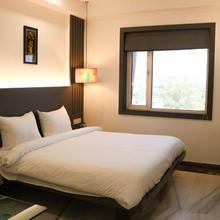 Hotel Madhushree in Dadhdevi