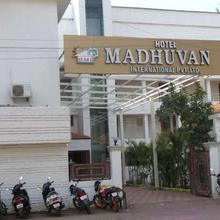 Amoghraj Hotel Madhuvan International in Bijapur