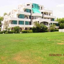 Hotel Maharaja Palace in Satalkheri
