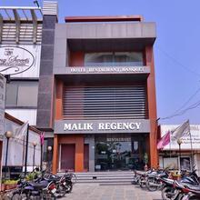 Hotel Malik Regency in Dera Bassi