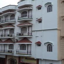 Hotel Mansarovar in Maheshmunda