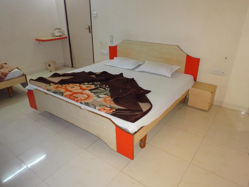Hotel Mayur Palace in Dharara
