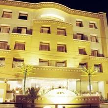 Hotel Meraden Grand in Varanasi