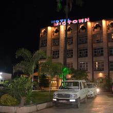 Hotel Mid Town in Waraseoni