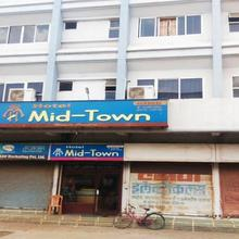 Hotel Mid-town in Chandrapur