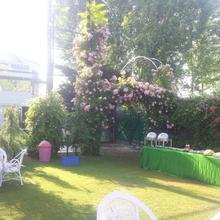Hotel Mirage in Moniawar