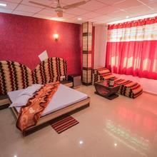 Hotel Natraj in Mahadeo Hill