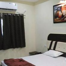 Hotel Navrang in Gangiwara