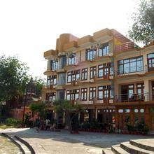 Hotel New Aditya in Bahadrabad