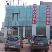 Hotel New York Plaza in Mehatpur Basdehra