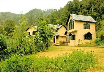 Oakwood Hamlet Resort in Chail