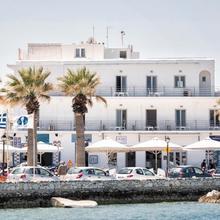 Hotel Oasis in Paros