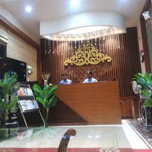 Hotel Ozas Grand in Varanasi
