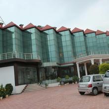 Hotel Padmini Palace in Rajaji National Park