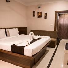 Hotel Paras in Guwarighat