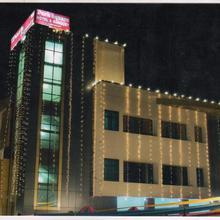 Hotel Park Square in Pipalsana