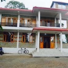 Hotel Paul's Manor in Joginder Nagar
