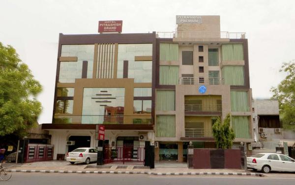 Hotels Pitrashish Grand in New Delhi