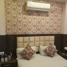 Hotel Platinum Inn in Saraigopal