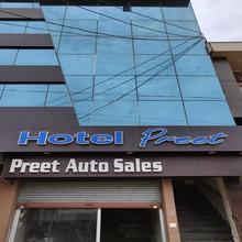 Hotel Preet in Harchandpur
