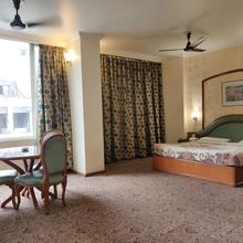 Hotel Premier in Nagrota