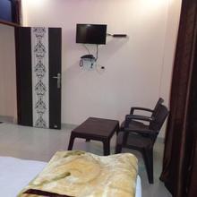 Hotel Quizz in Adhyatmik Nagar