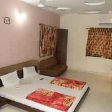 Hotel Radhe Palace in Wankaner