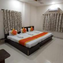 Hotel Radhika Inn in Mahiravani