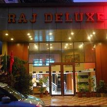 Hotel Raj Deluxe in Dehradun