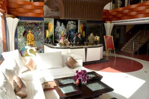 Hotel Raj Mandir in Raiwala