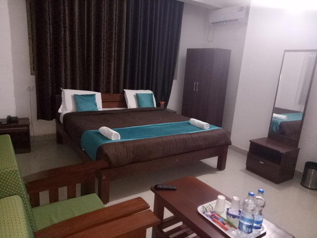 Hotel Raj Residency in Suntikoppa