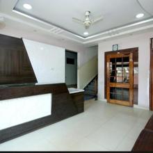 Hotel Raja in Bilaspur