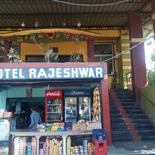 Hotel Rajeshwar in Karjan